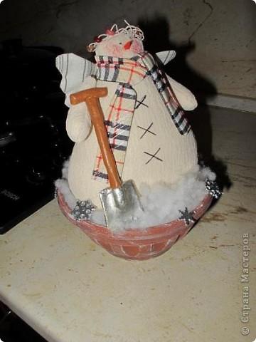 Зимой на кухонной вытяжке стоял снеговик фото 3