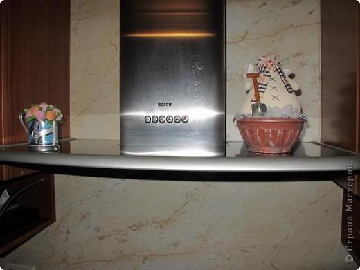 Зимой на кухонной вытяжке стоял снеговик фото 1