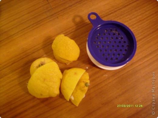 Люблю разные натуральные добавки в мыле, но иногда слишком крупные кусочки, например цедры, могут мешать. Но эту проблему можно легко решить, сделав скрабящее вещество из нее. Для этого необходимы: цедра лимона, апельсина (на ваш вкус) и терка. фото 1