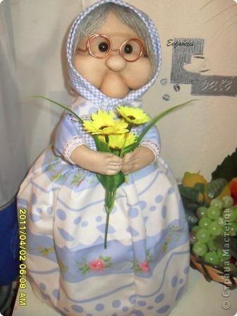 Сестрёнка дополнила мою коллекцию кукол,сшила вот такую красотулишну, а я не удержалась и хвастаюсь. Уж очень она мне нравится фото 1