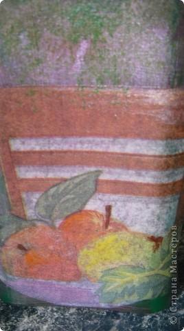 Вот стул на нем сидят, а это стол за ним едят. На столе приготовлена тарелка с фруктами, а зачем? Я хочу Вас пригласит к себе за стол и поболтать о том о сем. фото 1