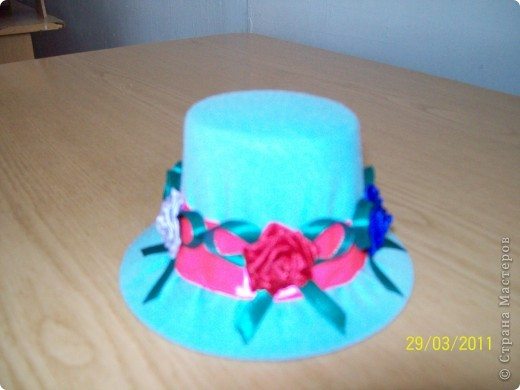 Алексей сшил эту шляпу в подарок маме. фото 4