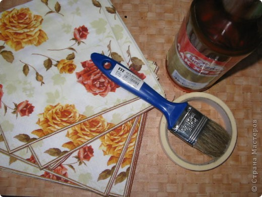 После ремонта линолеум Стал в мелких пятнышках. После моих поделок (при покраске) добавились пятна лака и красок. Подстилки Были, но уследить за всем не возможно. Вот и пришла идея. фото 3