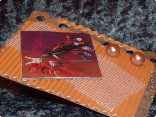 """Очень понравились АТС-ки как объект всего: коллекционирования, обмена, носителя информации(визитка), декоративной штучки и др. На днях получила в дар большую шкатулку с бижутерией, так родилась серия """"Бижу"""". Оказалось, что маленькие открыточки делать сложнее. Вот...что получилось. фото 5"""