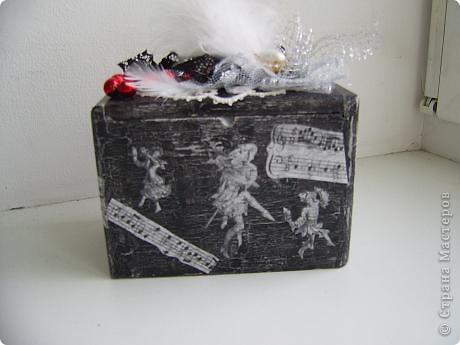 Долго я смотрела на эту деревянную коробку из-под чая - больно уж хороша фото 2