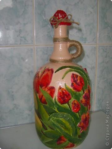 Помните, что это моя любимая форма бутылки? Воот! Часть тюльпанов объемные. Сделано из туалетной бумаги и покрашено в тон фото 1