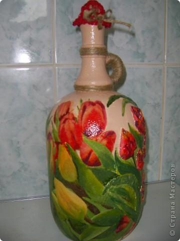 Помните, что это моя любимая форма бутылки? Воот! Часть тюльпанов объемные. Сделано из туалетной бумаги и покрашено в тон фото 2