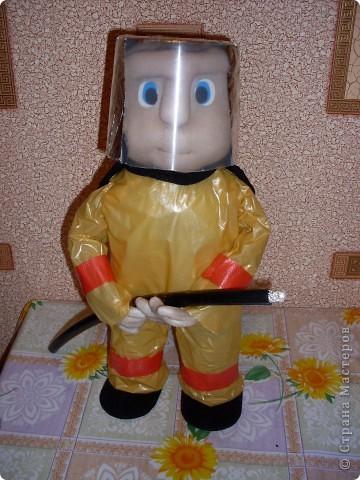 пожарная машина(папье - маше и пластиковая бутылка) фото 4