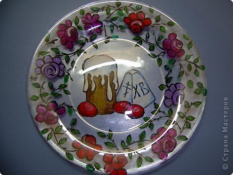 Эти тарелочки делала в прошлом году для своих девчонок в храме. Они были в восторге от подарка! Это обратный декупаж, т.е. вся работа делается на нижней стороне тарелки фото 8