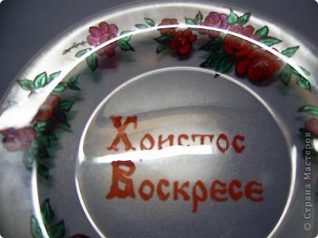Эти тарелочки делала в прошлом году для своих девчонок в храме. Они были в восторге от подарка! Это обратный декупаж, т.е. вся работа делается на нижней стороне тарелки фото 9