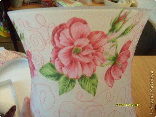 Досталась мне эта ваза не в лучшем виде, не было половины ножки и множество сколов по краям, была она прозрачная и совсем не взрачная. фото 2