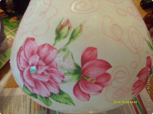 Досталась мне эта ваза не в лучшем виде, не было половины ножки и множество сколов по краям, была она прозрачная и совсем не взрачная. фото 3