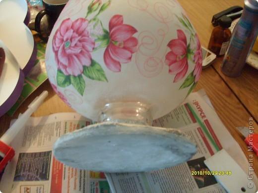 Досталась мне эта ваза не в лучшем виде, не было половины ножки и множество сколов по краям, была она прозрачная и совсем не взрачная. фото 5