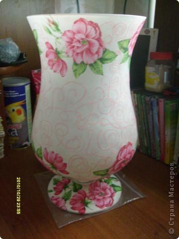 Досталась мне эта ваза не в лучшем виде, не было половины ножки и множество сколов по краям, была она прозрачная и совсем не взрачная. фото 7