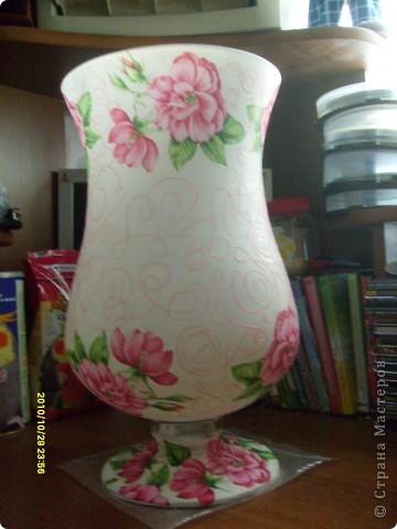 Досталась мне эта ваза не в лучшем виде, не было половины ножки и множество сколов по краям, была она прозрачная и совсем не взрачная. фото 8