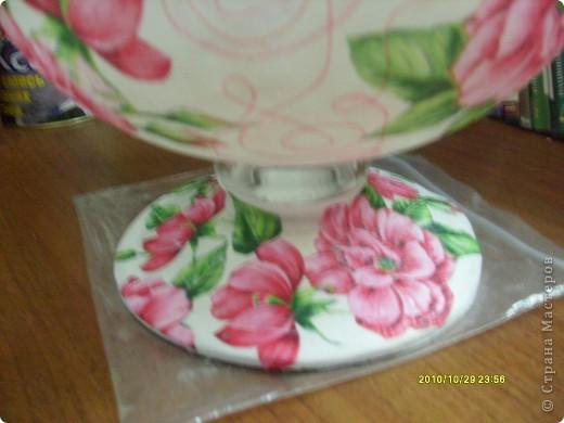 Досталась мне эта ваза не в лучшем виде, не было половины ножки и множество сколов по краям, была она прозрачная и совсем не взрачная. фото 6