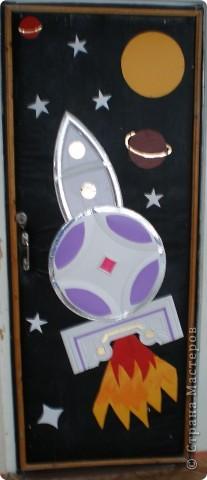 В нашем детсаду в спортивном зале проходила выставка работ, посвящённая дню космонавтики.  фото 1