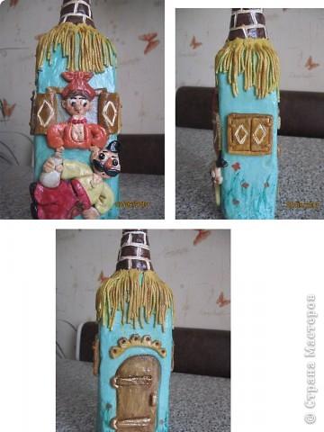 Бутылка сделана в виде домика
