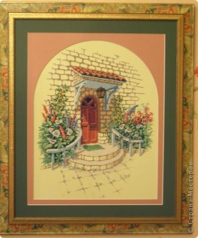 """""""Крыльцо"""" из наборов Чаривна мить. Моей маме, Любови Леонтьевне, 71 год, но она по-прежнему много вышивает. Это ее подарок мне из недавних работ. фото 1"""