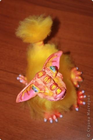 Приближающаяся пасха напомнила о яйцах, яйца о цыплятах... Потом ассоциативный ряд довел меня до ЭТОГО. Трогательный пушистый зверь. Высотой с ладонь. фото 1