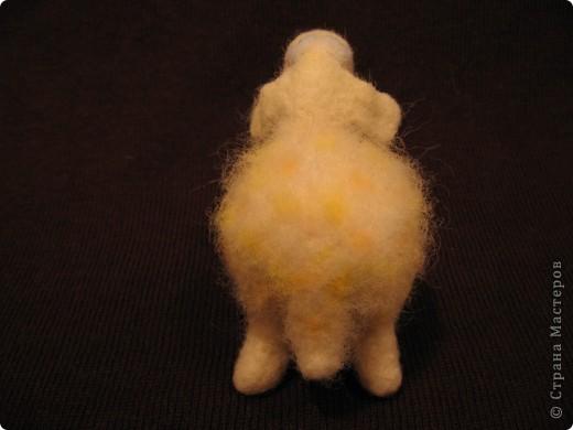Нюрка. размер 10х13 см. 100% шерсть, бусины. Сухое валяние. фото 7