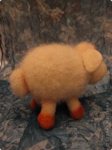 Нюрка. размер 10х13 см. 100% шерсть, бусины. Сухое валяние. фото 4