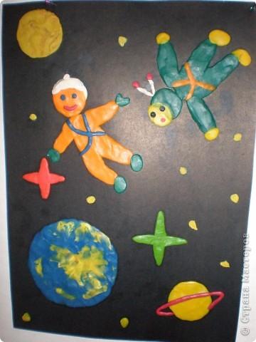 В нашем детсаду в спортивном зале проходила выставка работ, посвящённая дню космонавтики.  фото 18