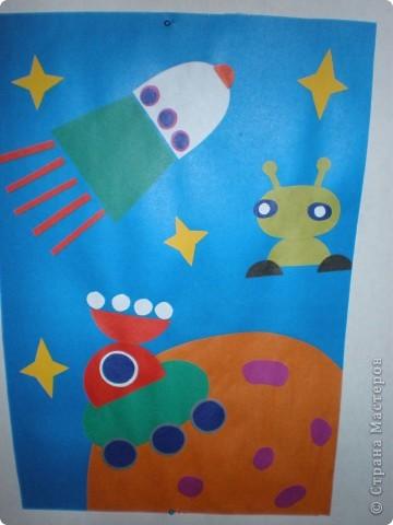 В нашем детсаду в спортивном зале проходила выставка работ, посвящённая дню космонавтики.  фото 27