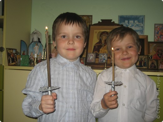 Мои двойняшки со свечами в руках. фото 1