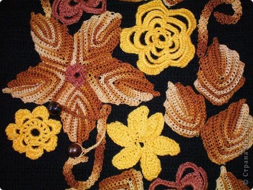 Платье выполнено крючком.Элементы взяты из ирландского гипюра и просто адаптированы к данной модели в виде аппликации. само платье связано крючком -столбики с двумя накидами.Бусы- комбинация бижутерии и вязаных бусин, пришиты к платью. фото 3