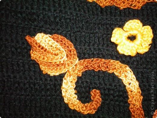 Платье выполнено крючком.Элементы взяты из ирландского гипюра и просто адаптированы к данной модели в виде аппликации. само платье связано крючком -столбики с двумя накидами.Бусы- комбинация бижутерии и вязаных бусин, пришиты к платью. фото 7