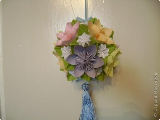А на самом деле это кусудама электра украшенная цветочками и бабочками  Пока без бабочек фото 1