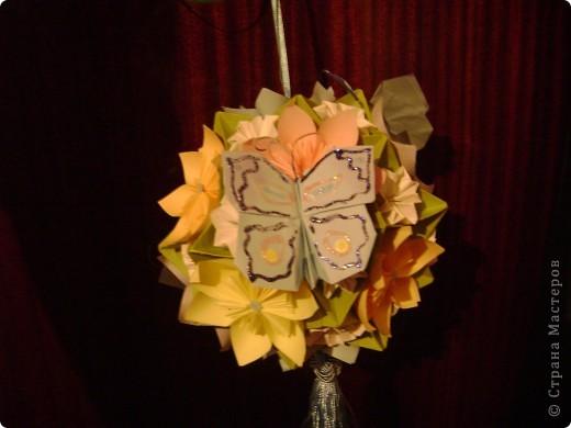 А на самом деле это кусудама электра украшенная цветочками и бабочками  Пока без бабочек фото 2
