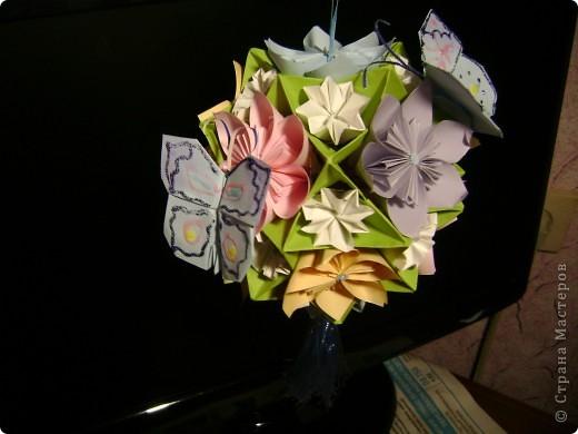 А на самом деле это кусудама электра украшенная цветочками и бабочками  Пока без бабочек фото 3