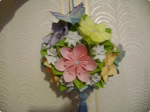 А на самом деле это кусудама электра украшенная цветочками и бабочками  Пока без бабочек фото 4