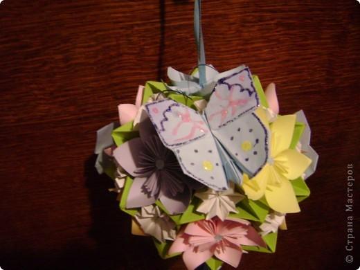 А на самом деле это кусудама электра украшенная цветочками и бабочками  Пока без бабочек фото 5
