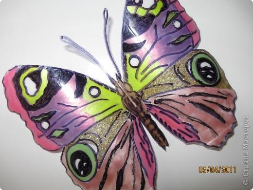 Прочитала в журнале, как можно сделать бабочек из пластиковых бутылок фото 1