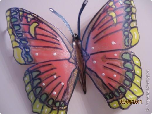 Прочитала в журнале, как можно сделать бабочек из пластиковых бутылок фото 2