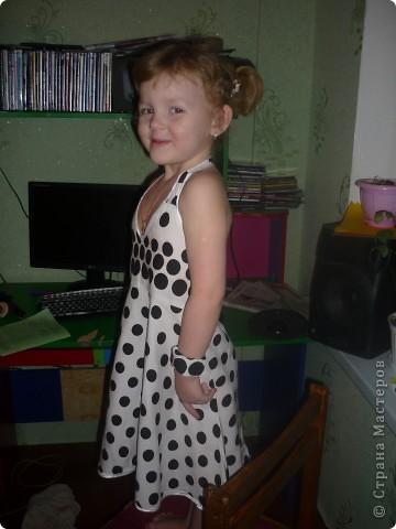 На первый Новогодний утренник решила сама сшить платье для любимой доченьки! До этого платья никогда не шила,и вот что получилось! Корона тоже ручной работы. фото 3