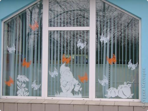 Решила украсить окна в магазине к лету Одна из частей композиции фото 7