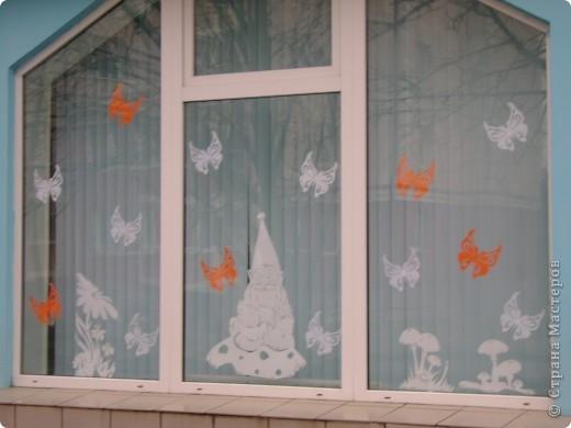 Решила украсить окна в магазине к лету Одна из частей композиции фото 10