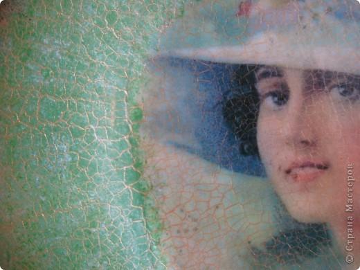 Тарелочку сделала в подарок для мамы.Использовала распечатку,акриловую краску,кракелюрные лаки Idigo,матовый акриловый лак. фото 3