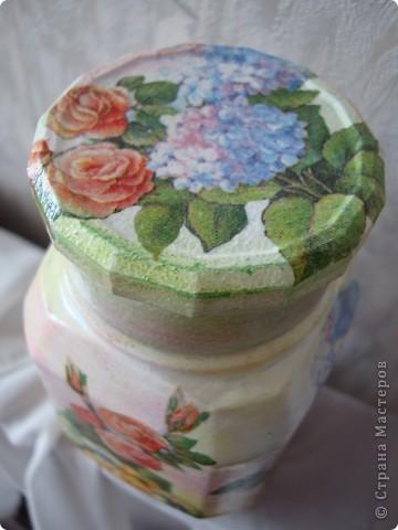 Тарелочку сделала в подарок для мамы.Использовала распечатку,акриловую краску,кракелюрные лаки Idigo,матовый акриловый лак. фото 12