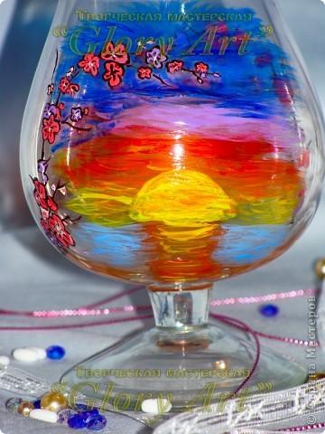 Мой любимый бокальчик! Веточка сакуры и заход солнца. фото 1