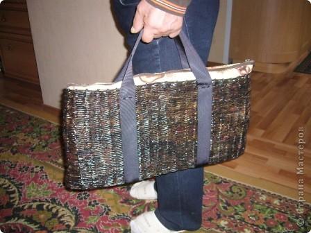 Решила сплести вот такую сумку для перевозки ноутбука в машине. Результат не очень понравился... фото 1