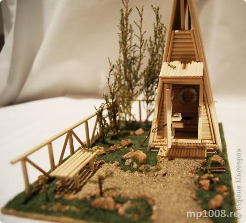 Мой коллега из Киева создал миниатюрный дачный туалет. Мне очень понравилась идея и я решил создать свой вариант туалета.  Однако я решил пойти немного дальше и создал кусочек участка с деревьями, камнями и травой.  На будущее я запланировал создать большой составной дачный участок с беседкой, колодцем, посадками, полянкой для отдыха и прочими благами загородной жизни. Возможно я решусь построить на этом участе дачный домик :) Самое интересное в том, что весь участок я хочу построить из отдельных кусочков.  Первый кусочек-пазл участка я представляю вам на этой странице.  фото 12