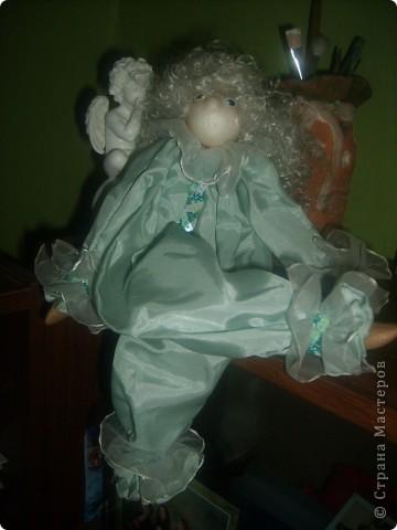 Кукла Ангелочек.Что то в виде марионетки, но не Марионетка.Это кукла-игрушка. Обычно делают без глаз и носа. Играющий должен представить своё лицо. фото 3