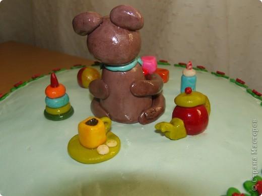 Решили отметить 7 месяцев сынишки и вот ночью сподобилась на такой тортик:) Материал опять таки моя любимая мастика. Внутри обычный шоколадный бисквит с заварным кремом. фото 5