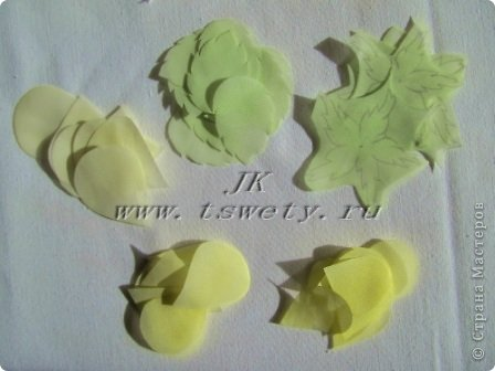 Мастер-класс цветы из ткани.   Белая роза без специальных инструментов.  Гофрированная. фото 12