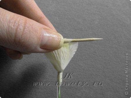 Мастер-класс цветы из ткани.   Белая роза без специальных инструментов.  Гофрированная. фото 26